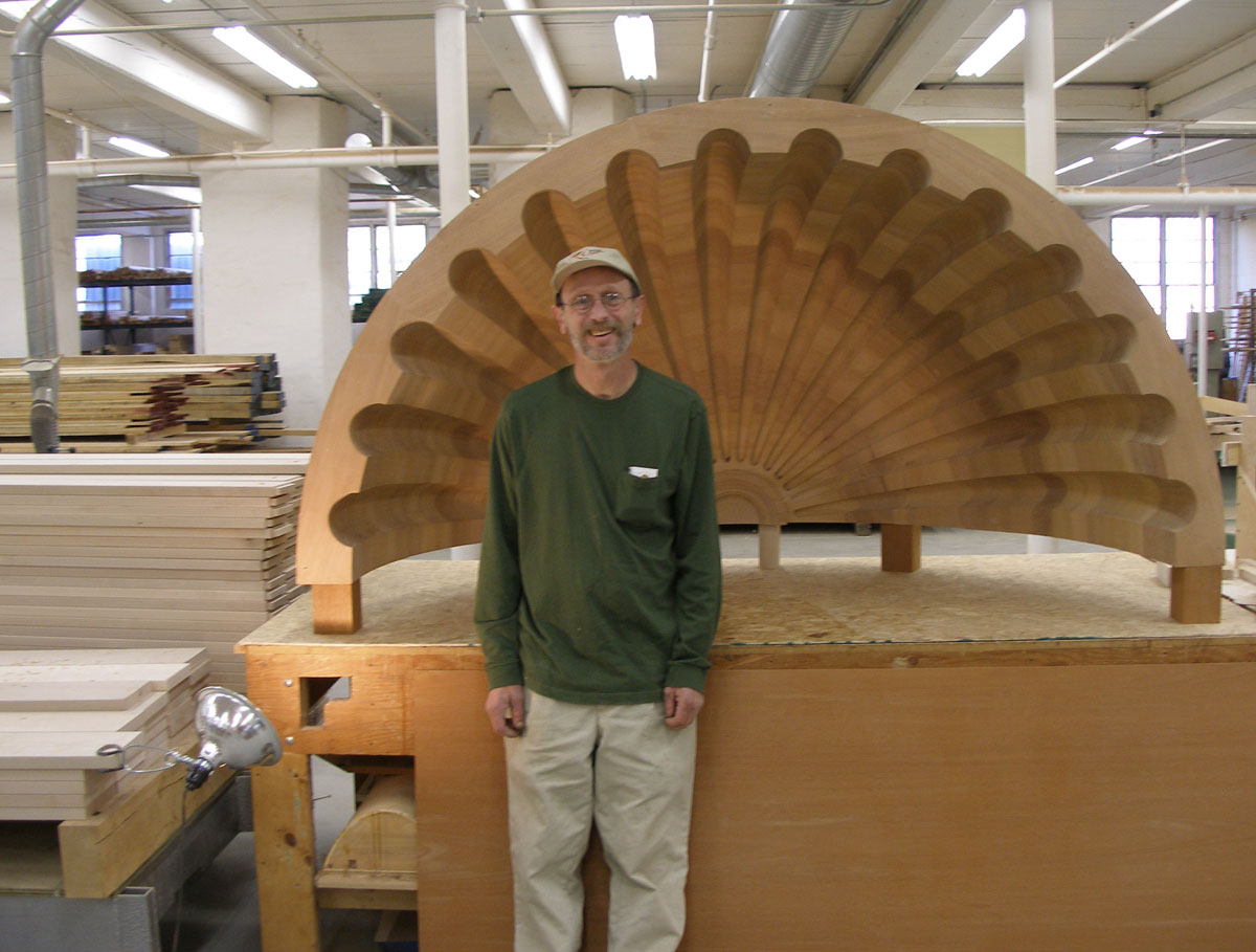 Rick Souza infront of Giant Carved Clam Shell